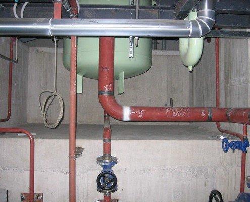 Pohľad do kanála pod kondenzátorom