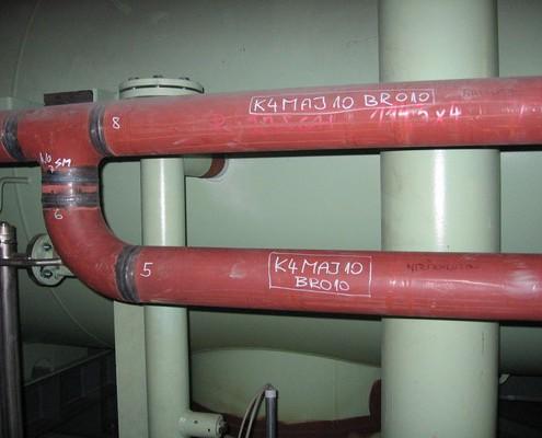 Rohr aus dem Kondensator in den Sammelbehälter